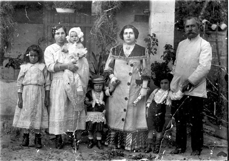 Canoabo 1917. Del archivo de fotos en vicentegerbasi.net. El padre del poeta a la derecha en la foto.