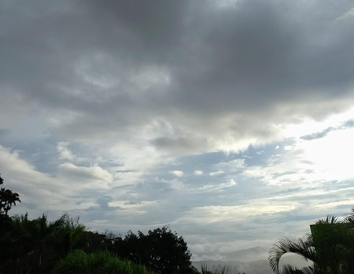 Nublado y sin luz.
